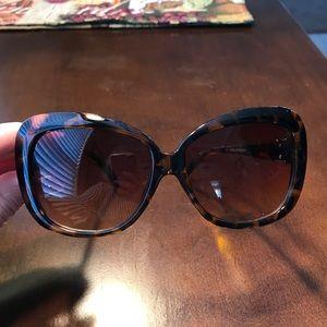 Tortoise shell rimmed sunglasses